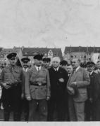 michael-rodenstock-021kundgebung-schwelgernstadion-30er7er1932lings-der-ehemalige-preusische-justizminister-grzinski-mittig-der-reichsbannergeneral-petersdorf-und-2er-vr-michael-rodenstock